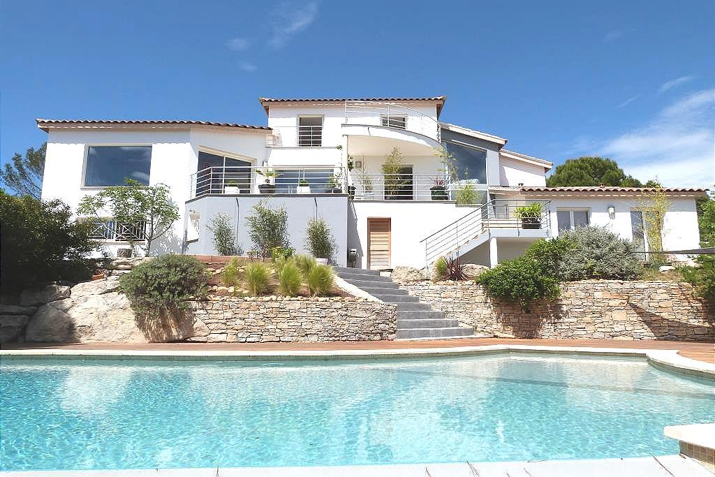 Vente villa contemporaine n mesagence immobili re for Agence paysage nimes